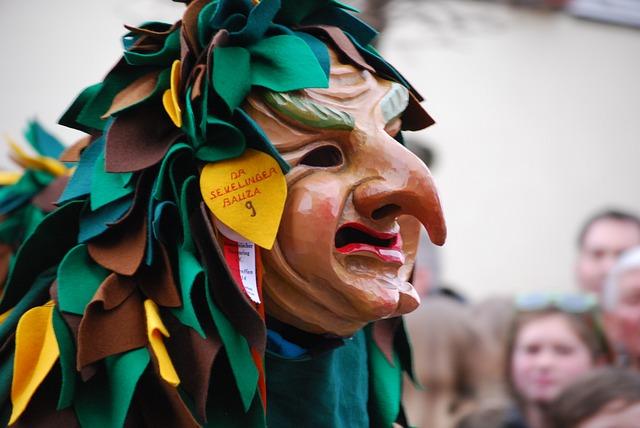 vyřezávaná maska