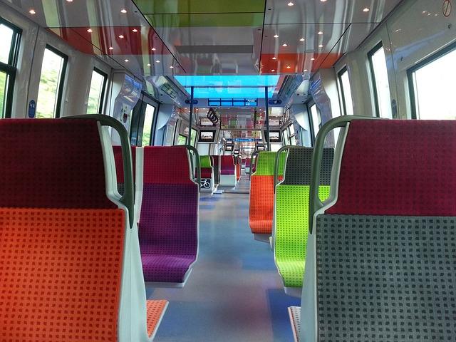 sedačky v tramvaji