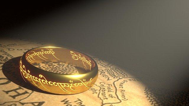 zlatý prsten na mapě
