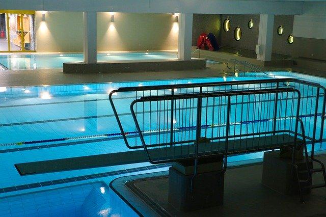 vnitřní plavecký bazén