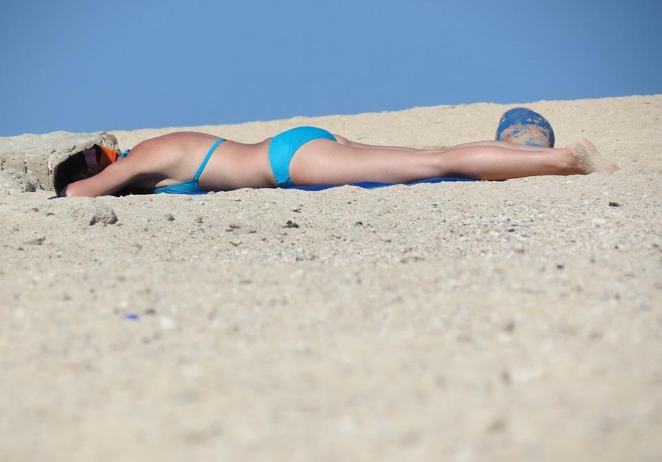 opalování na pláži